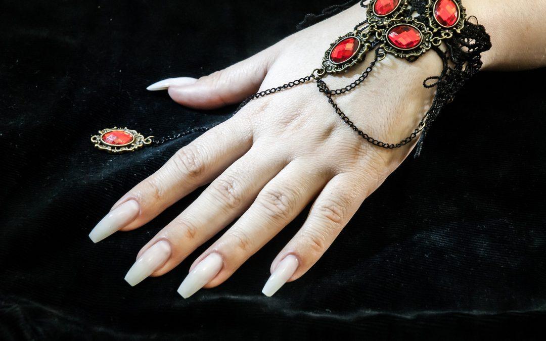 Przedłużanie paznokci – łatwy krok do osiągnięcia długich i pięknych paznokci